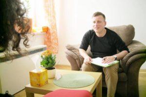 Co to jest psychoterapia? Trzecim elementem procesu terapeutycznego jest terapia CBT przedstawiona na zdjęciu